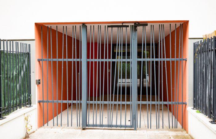 Grille et portail d'entrée d'immeuble